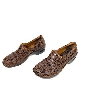 B.O.C Embossed Peggy clog comfort shoe
